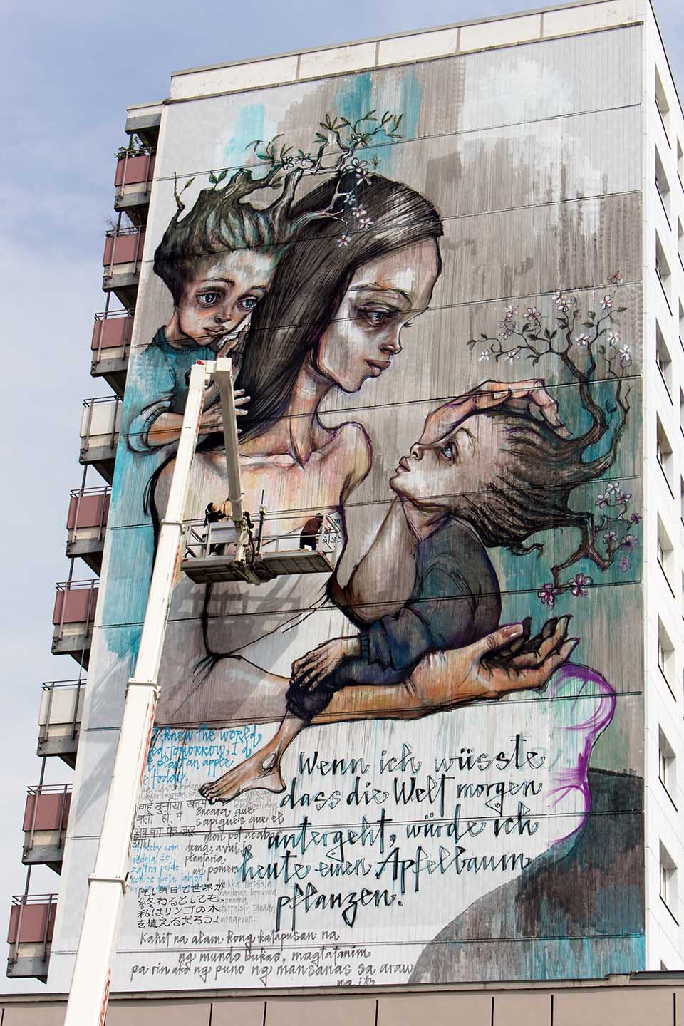 Herakut_Giant_Story_Book_Street_Art_Berlin_081