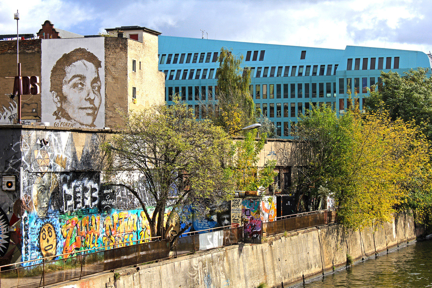 Street Artist: Vhils aka Alexandre Farto hits Berlin Portrait of Gould - Fotos and Reort by: Street Art Berlin