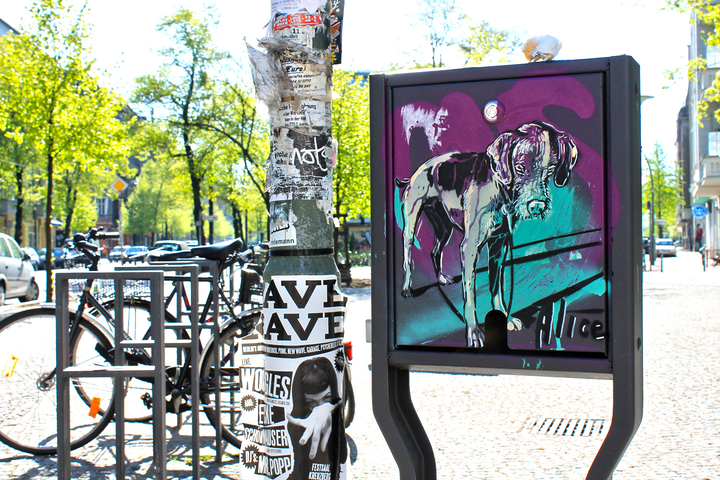 Street Artist: Alice Pasquini -  Dog - Fotos: Street Art Berlin