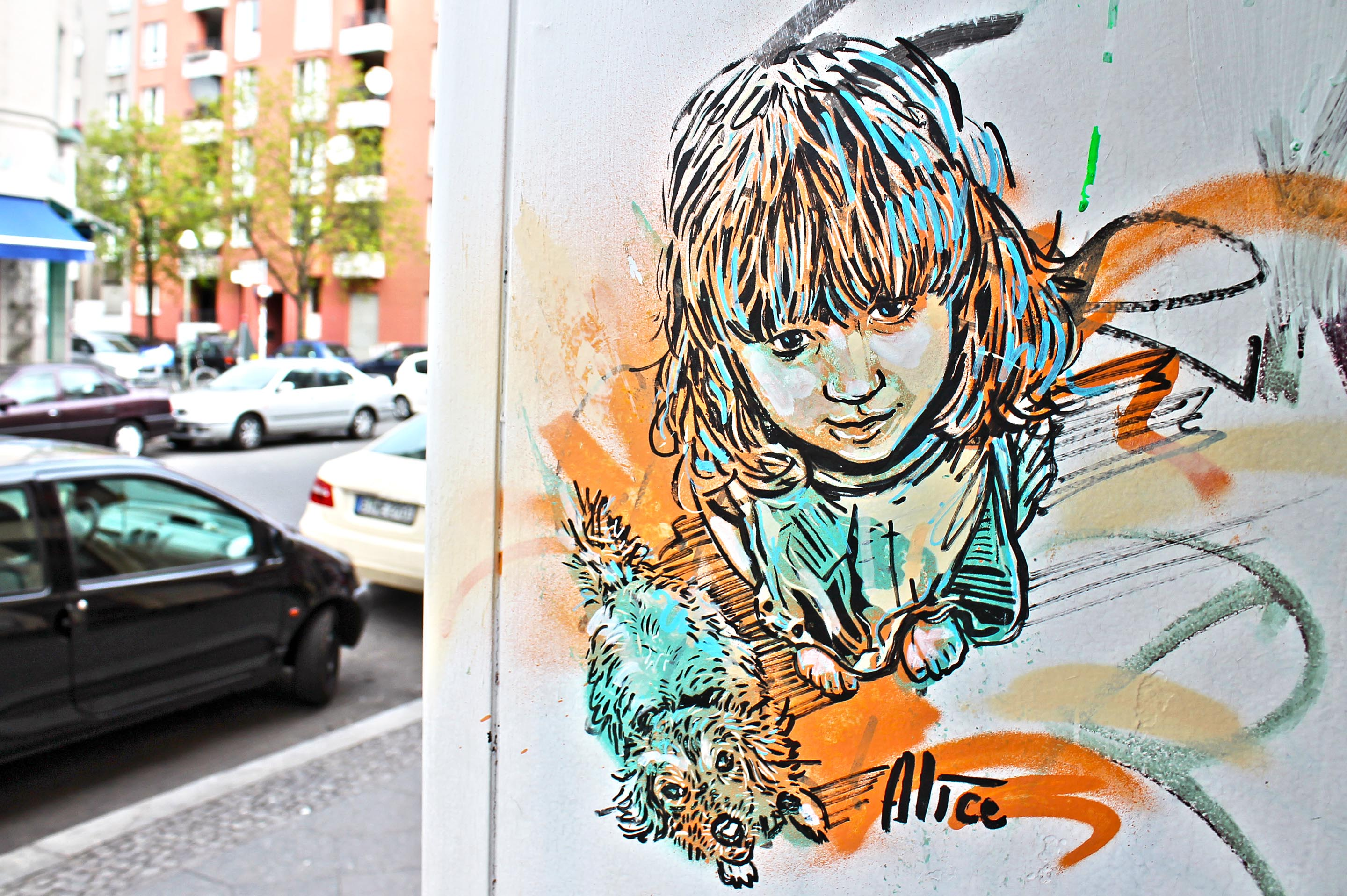 Street Artist: Alice Pasquini - Girl and Dog - Fotos: Street Art Berlin