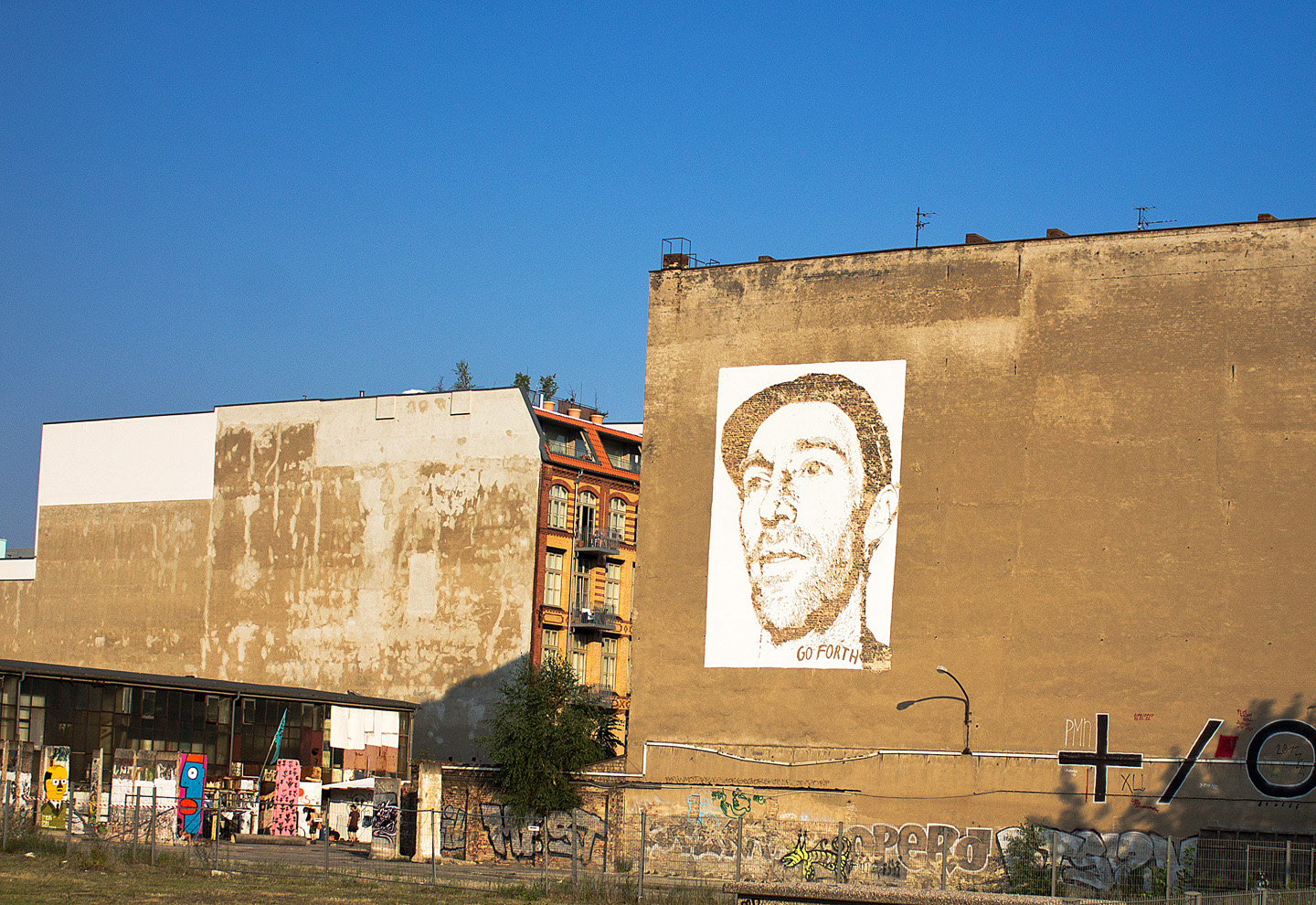 Street Artist: Vhils aka Alexandre Farto hits Berlin Portrait of Joe Hatchiban - Fotos and Reort by: Street Art Berlin
