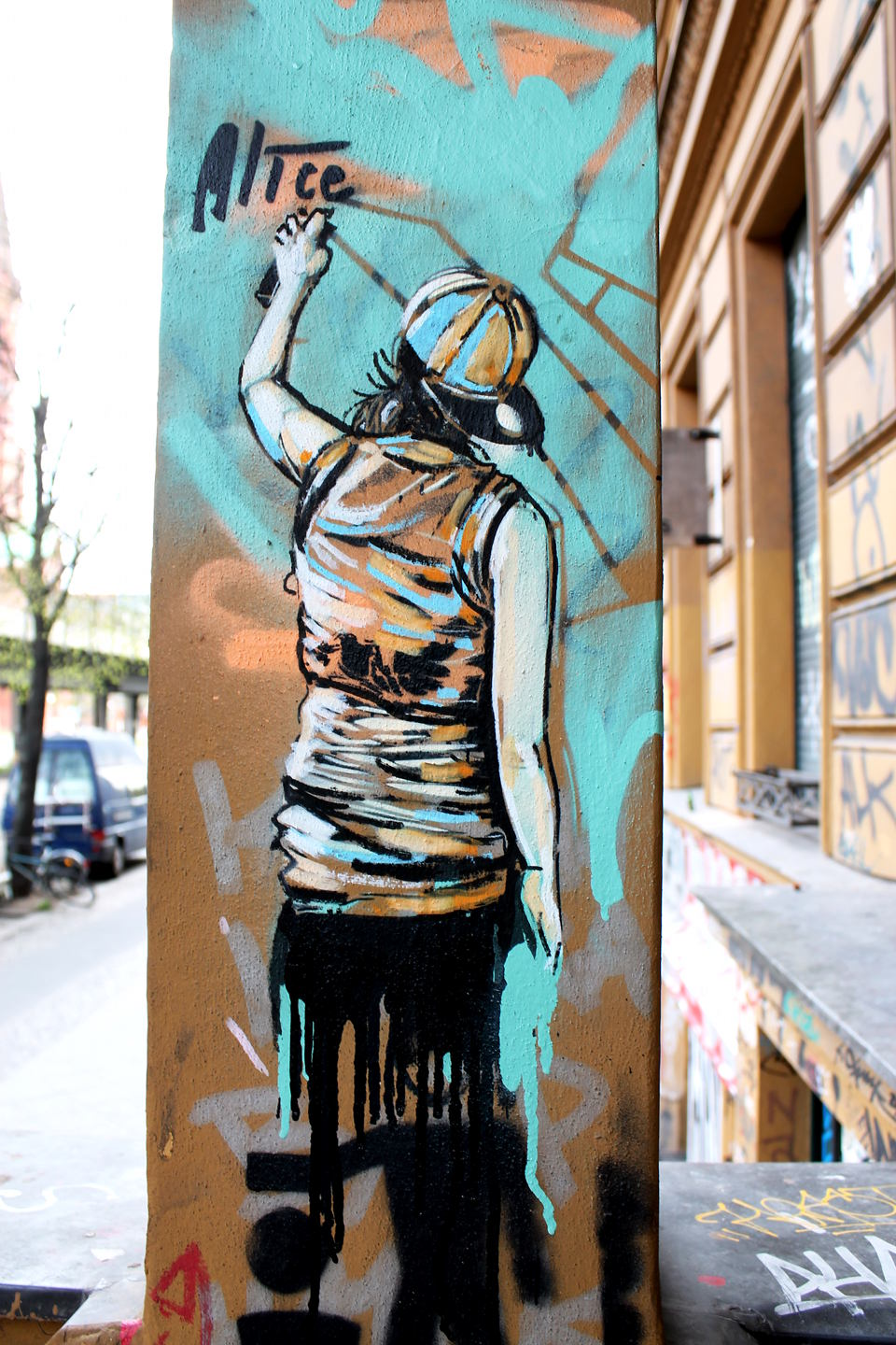 "Street Art by AliCé aka. Alice Pasquini ""Grafitti Writer"" at Skalitzerstr in Berlin"