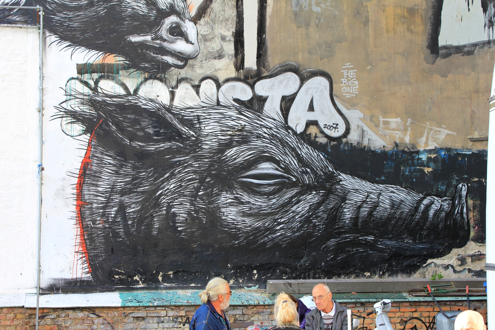 Mural of hanging animals by Belgian Street Artist Roa in Berlin