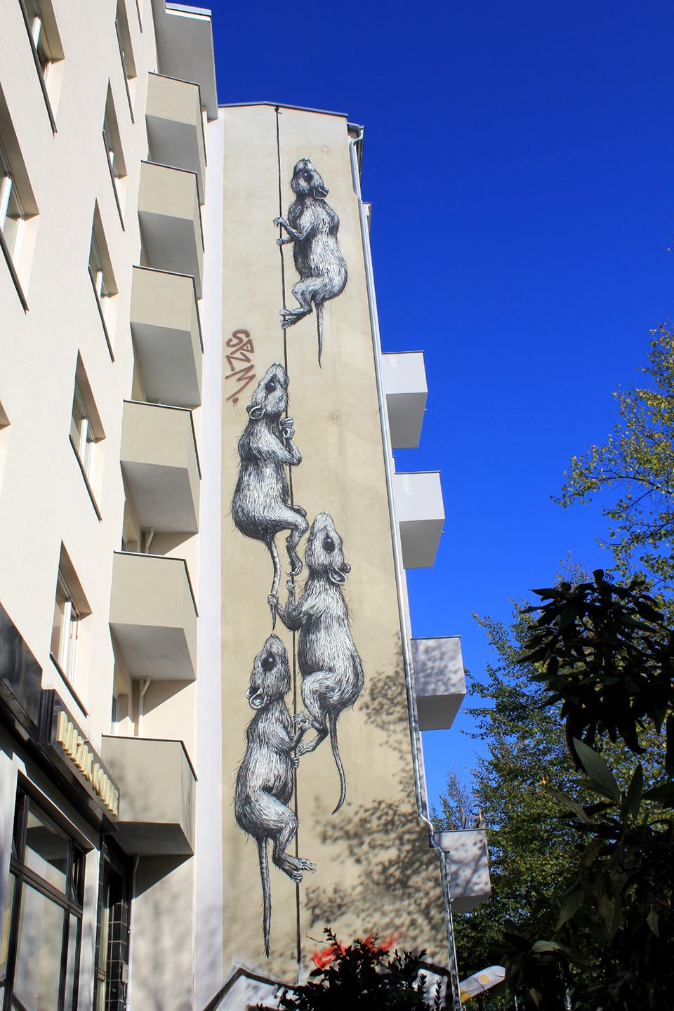 Mural of rats by Belgian Street Artist Roa in Berlin