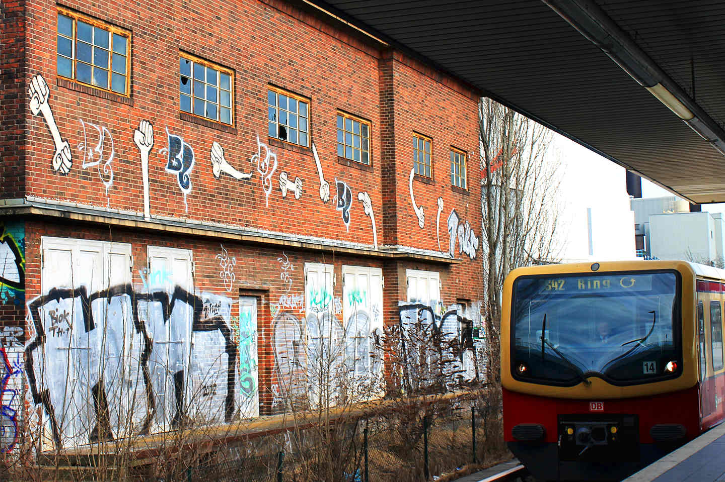 Yellow Fists (Gelbe Fauste) by Kripoe CBS Crew (Cowboys) at Westhafen Station in Berlin. Graffiti photo by Street Art Berlin