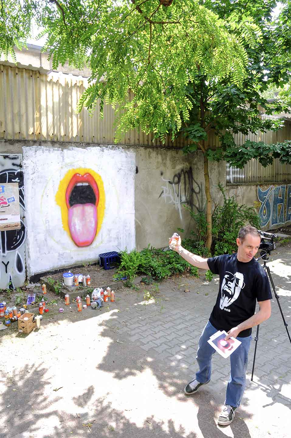 Painting of a tongue by Street Artist Jimmy C. aka. James Cochran in Berlin