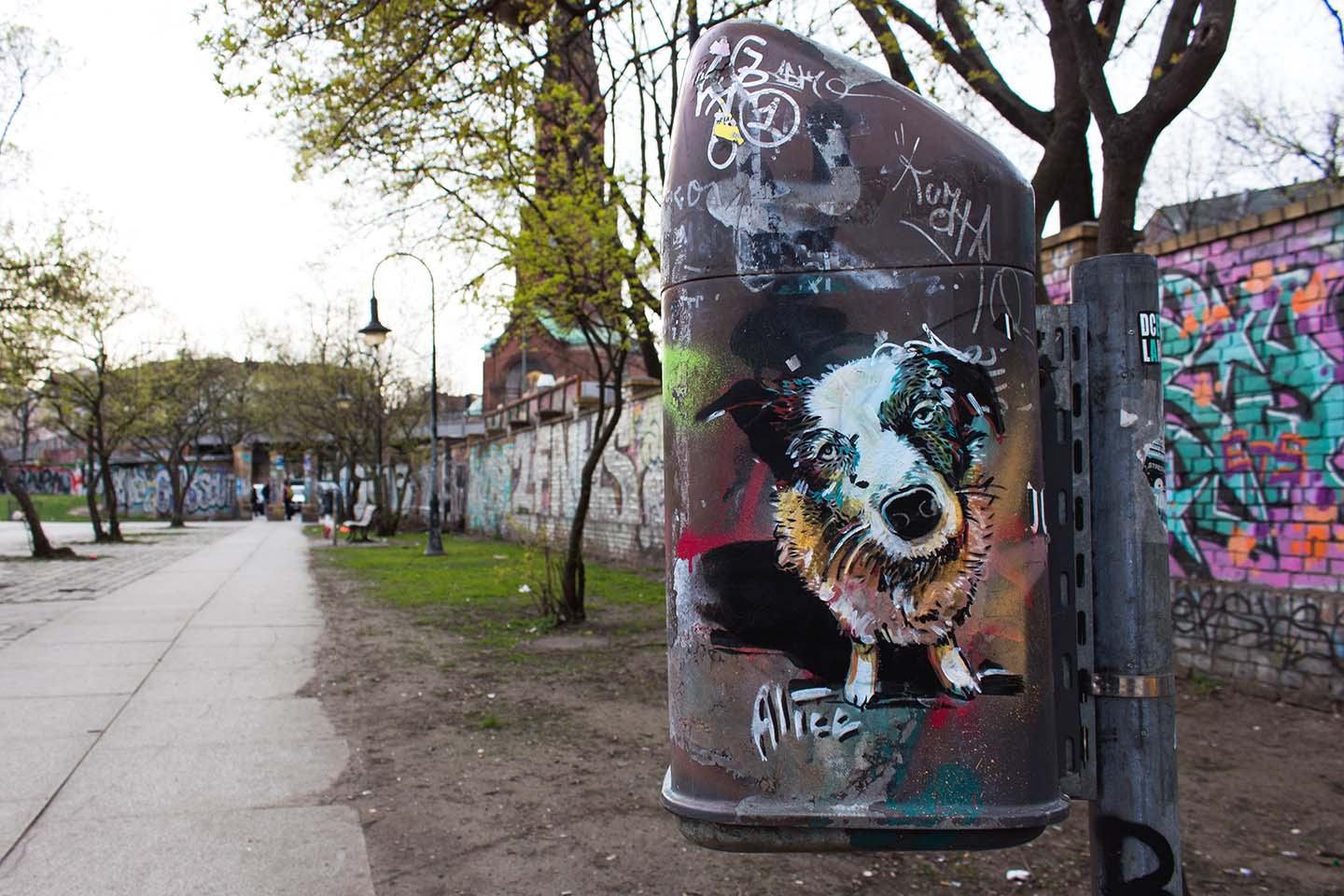 Alice Pasquin - Dog - Streetart in Berlin 2015