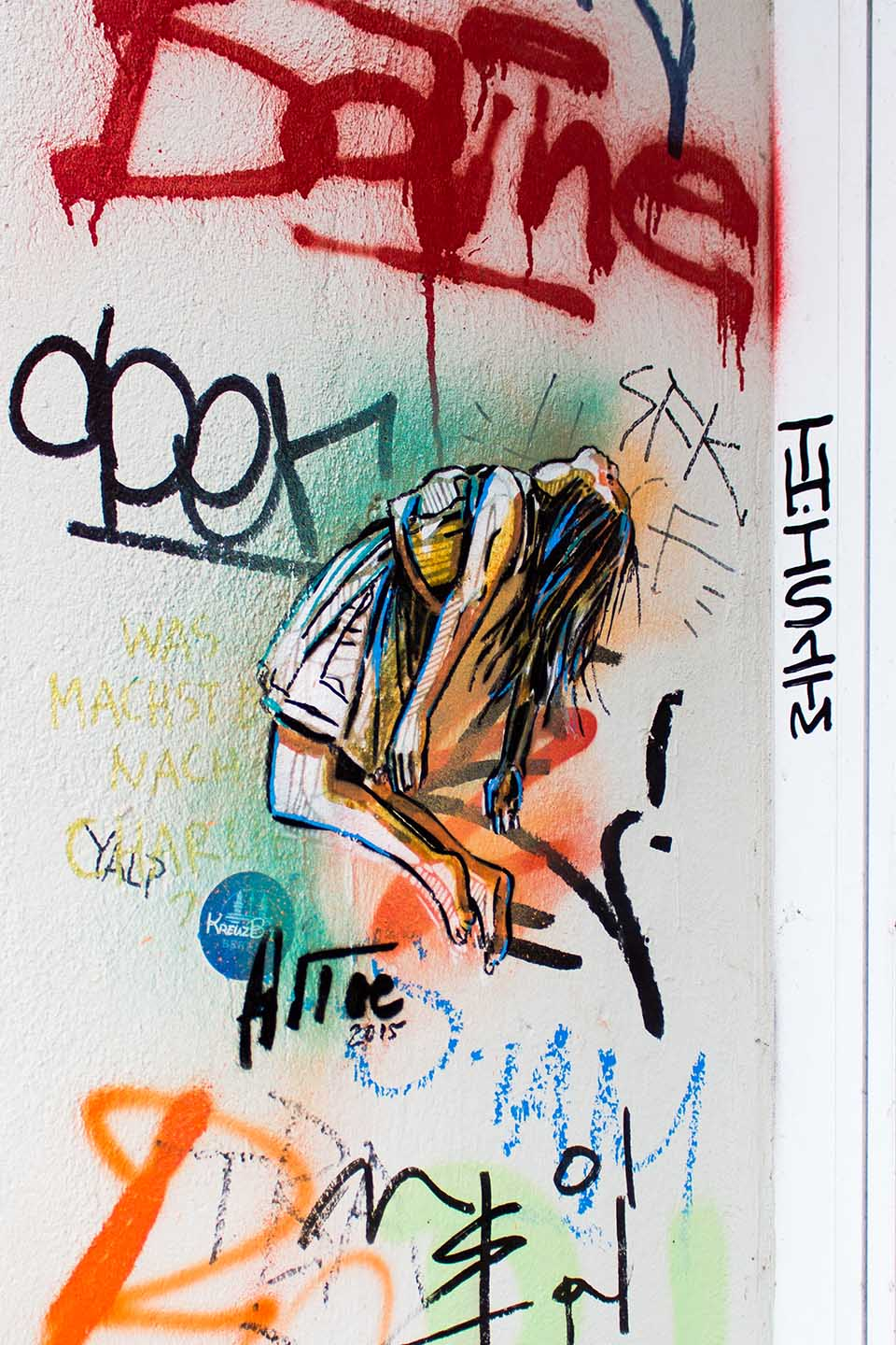 Falling Close - Alice Pasquini Streetart in Berlin 2015