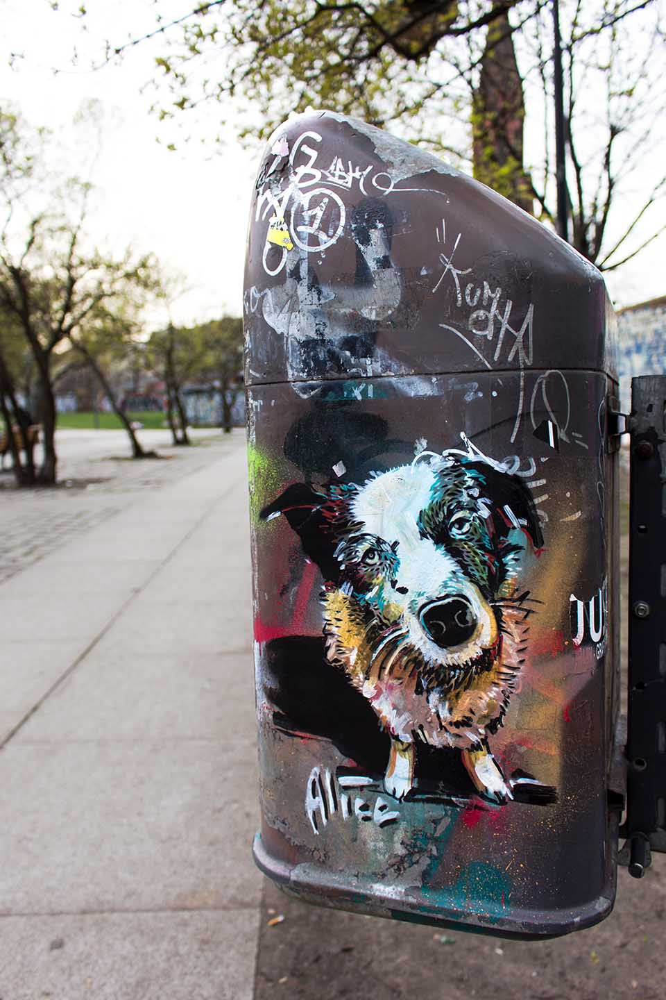 Alice Pasquin - Dog - Streetart Berlin 2015