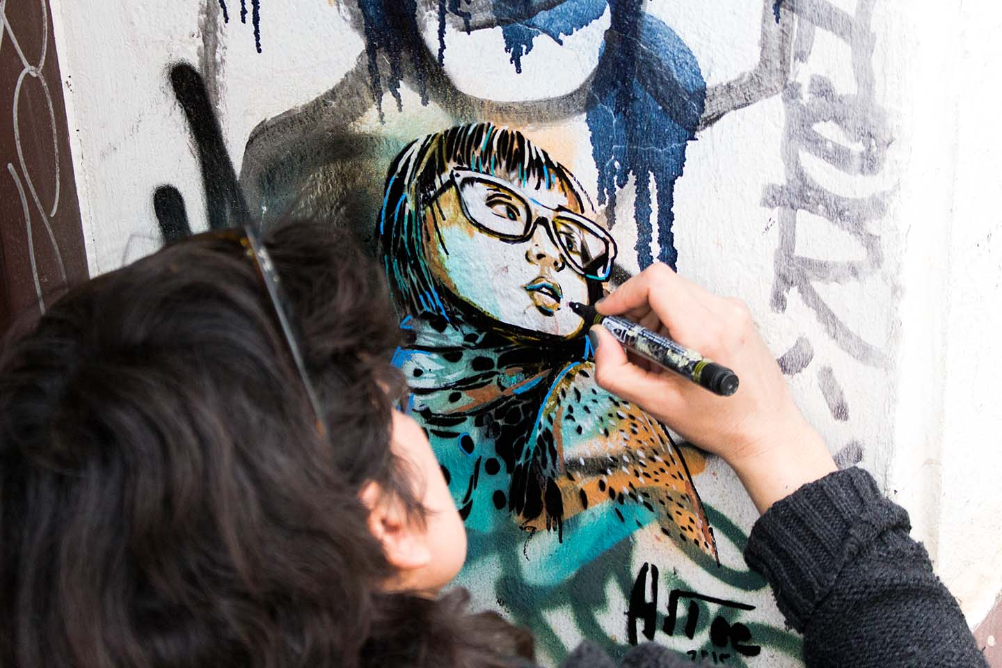 Alice Pasquini painting Streetart in Berlin 2015