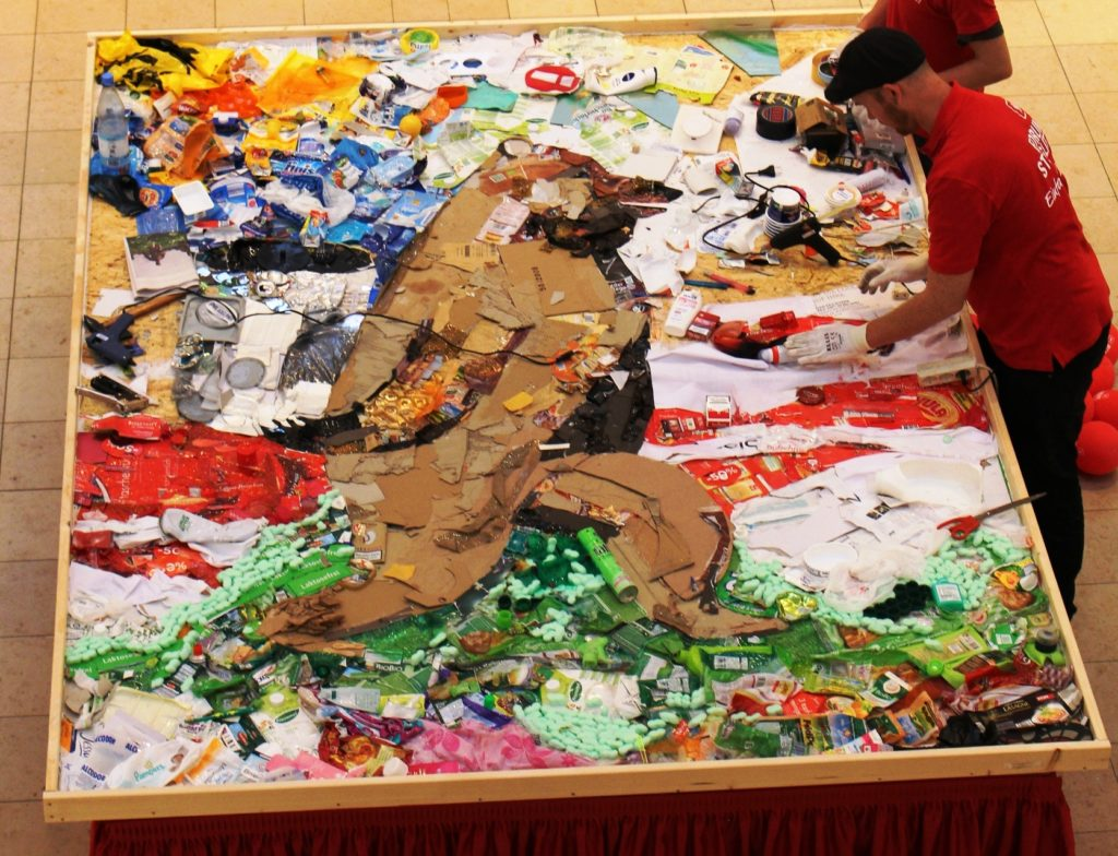Project with children and street artists to do a Berlin bear out of collected trash